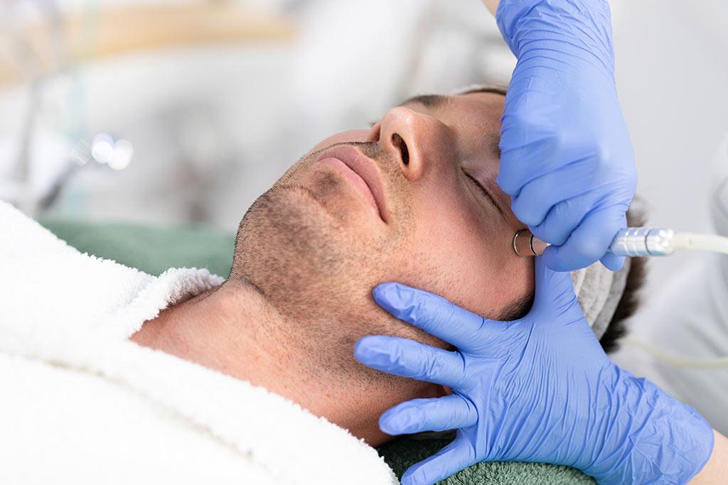 Microdermabrasion eine eigenständige Behandlung